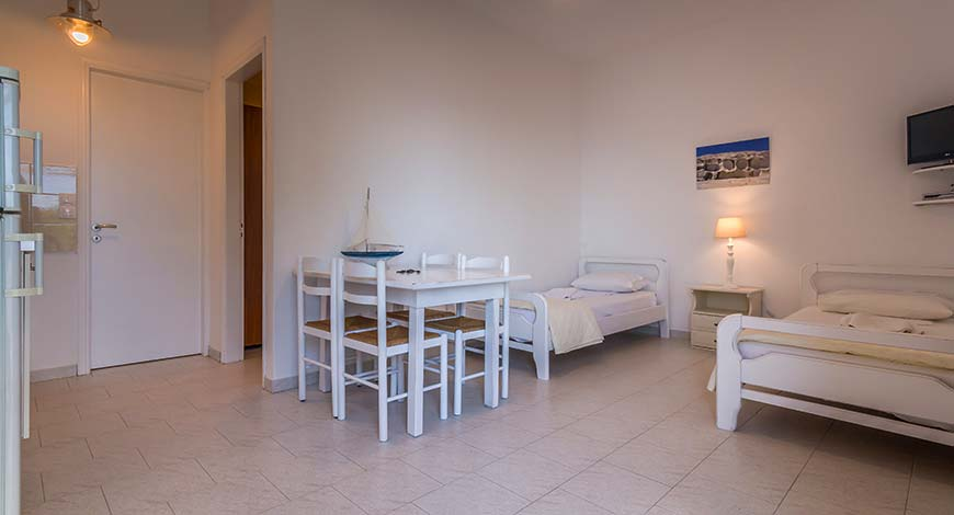 Apartment 3 - Apartments & Studios in Milos