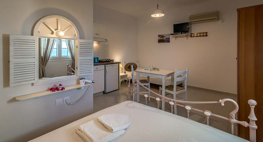 Studio 6 - Apartments & Studios in Milos
