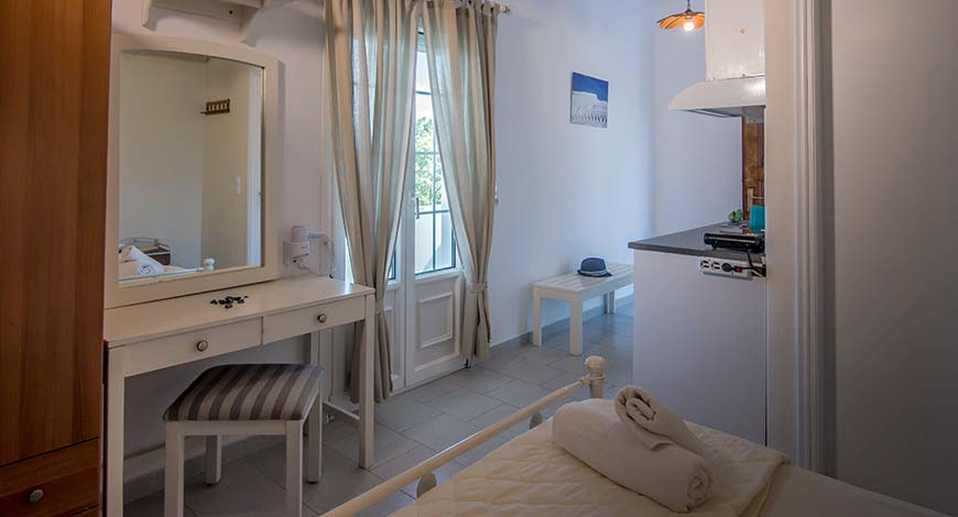 Studio 7 - Apartments & Studios in Milos