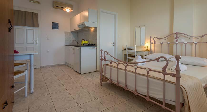Studio 8 - Apartments & Studios in Milos