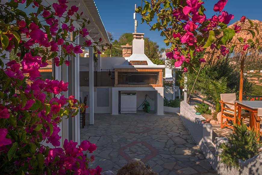 Patio with BBQ facilities - Apartments & Studios in Milos